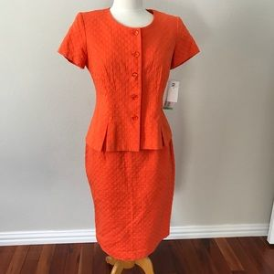 Dresses & Skirts - NWT Matching Suit Top and Skirt